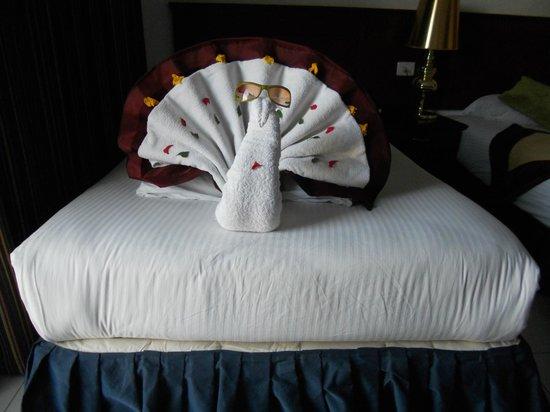 Golden 5 Topaz Suites Hotel : Лебедь.