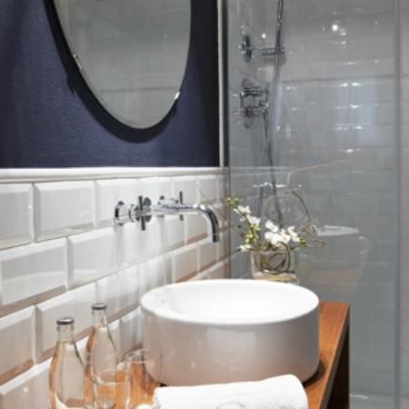 Hotel Els Pins : Baño habitación Club