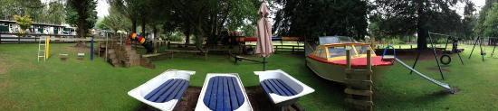 Rotorua Hideaway Lodge: Lovely playground @ the lodge