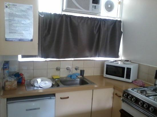 Armadale Serviced Apartments: Dirty, nasty kitchen.