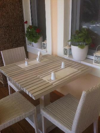 Bitzaro Grande Hotel: table sur la terrasse