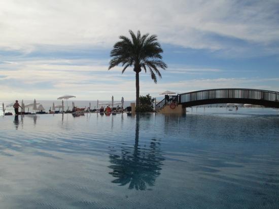 Bahia Principe Costa Adeje: Infinity pool