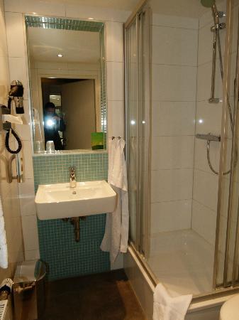 MEININGER Hotel Wien Downtown Franz: Bad mit Dusche