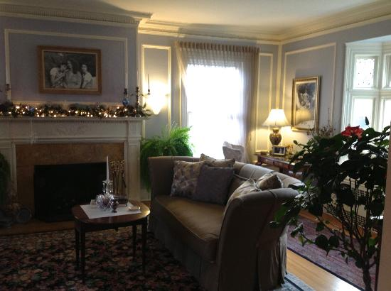 A B&B at The Edward Harris House Inn: Living Room