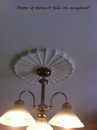 Honeysuckle Cottages: cracked ceiling