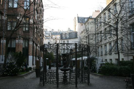 Hotel Les Jardins du Marais: La cour intérieur de l'hôtel