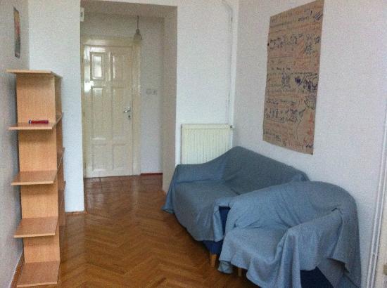Pal's Hostel & Apartments: flat entrance
