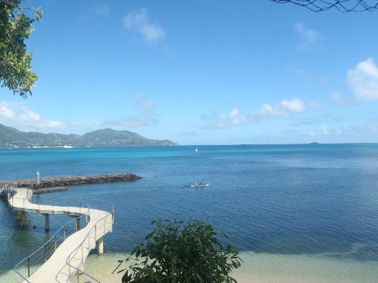 Cerf Island Resort: Mahé im Hintergrund