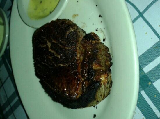 Gibsons Bar & Steakhouse: filet mignon 'medium rare' burnt