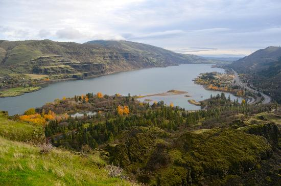 Columbia Gorge Scenic Highway: River view
