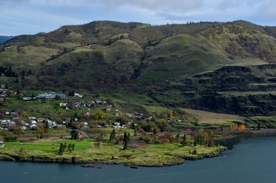 Columbia Gorge Scenic Highway: Washington side of the river