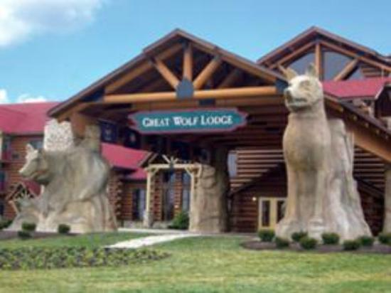 Great Wolf Lodge: Front of the resort