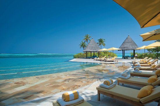 Four Seasons Resort Maldives at Kuda Huraa: Main Pool