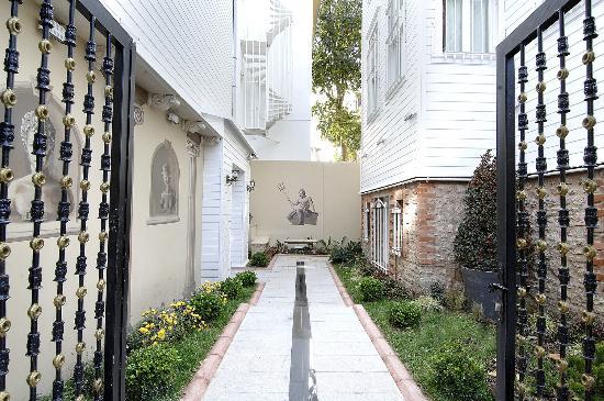Premist Hotel: Entrance