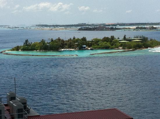 هوتل جين ماليه جزر المالديف: View from the pool 