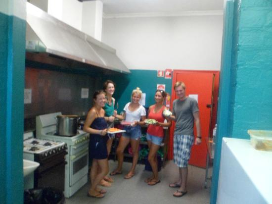 Planet Inn Backpackers : Our guests in the kitchen area cooking up a storm