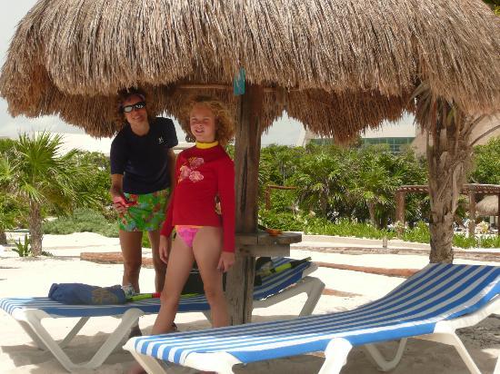 Grand Sirenis Riviera Maya Resort & Spa: nice palapas on main beach