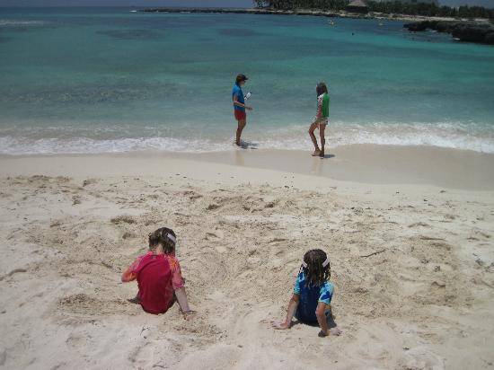 Grand Sirenis Riviera Maya Resort & Spa: less crowded nice beach north of property