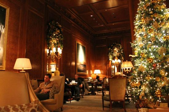 The Ritz-Carlton New York, Central Park: Lounge off the lobby