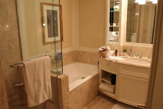 The Ritz-Carlton New York, Central Park: Bathroom