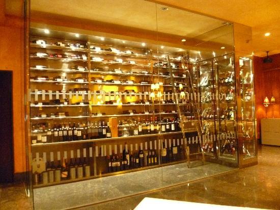 Hotel Don Carlos: La cave à vin !!!!!!!