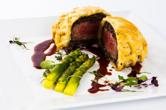 Radisson Blu Ridzene Hotel: Restaurant Piramida menu: Beef Wellington with Argentina black Angus beef