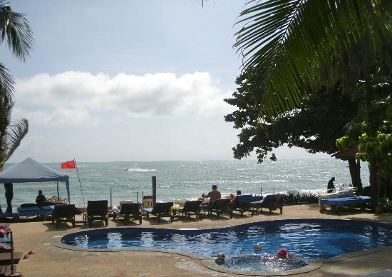 Seascape Beach Resort: Beach and pool