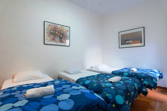 Pintor Pahissa Rooms: Habitación Doble/Triple Luminosa con WIFI