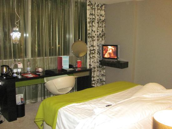 Clayton Hotel Chiswick: Green decór room