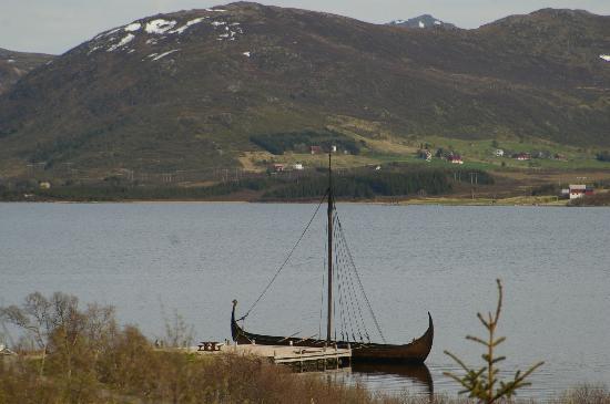 Lofoten Island: Vikingerschiff beim Museum Borg