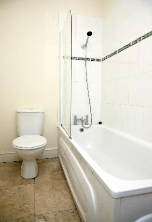 Camden Place Apartments: Bathroom