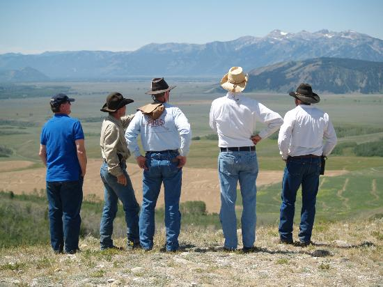 R Lazy S Ranch: Looking over Jackson Hole from lunch site on a ride one day