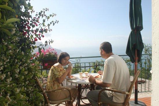 Ravello Rooms: завтрак