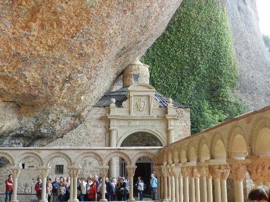 Hospederia Monasterio San Juan de la Pena : Monasterio antiguo de San Juan de la Peña.