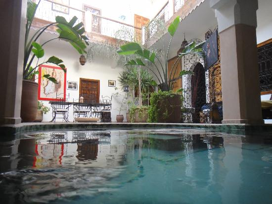 Riad Limouna: Vue de la piscine