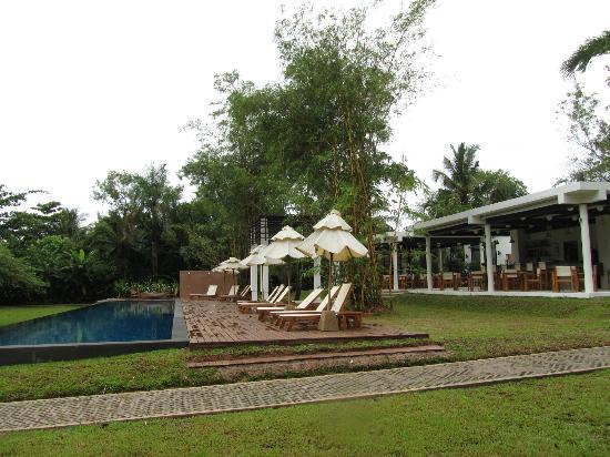 The Mangrove Panwa Phuket Resort: The pool and restaurant