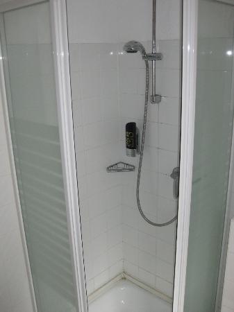 President Hotel: Small shower stall