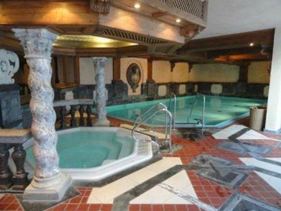Lindner Parkhotel & Spa Oberstaufen: Schwimmbad und Wirlpool innen