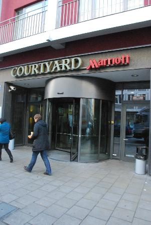 Courtyard by Marriott Munich City Center: Outside the Hotel