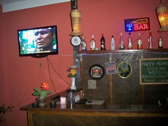 Pousada Vila do Sol : bar al lado de la pile