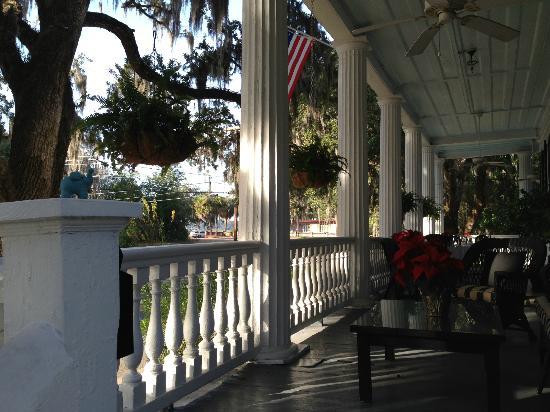 The Rhett House Inn: Porch