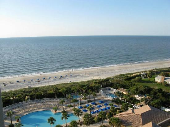 Myrtle Beach Marriott Resort & Spa at Grande Dunes: Views of the pool and the beach