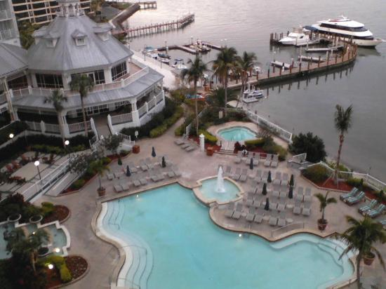 Sanibel Harbour Marriott Resort & Spa: 1 of the swimming pools, cruise boat, lounge