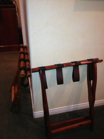 Castillo Inn at the Beach: Two luggage racks