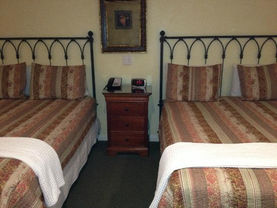 Castillo Inn at the Beach: Comfy beds