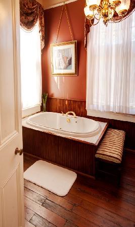 Degas House: Desire  Jacuzzi Bath