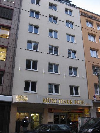 Münchener Hof Hotel: Entrance