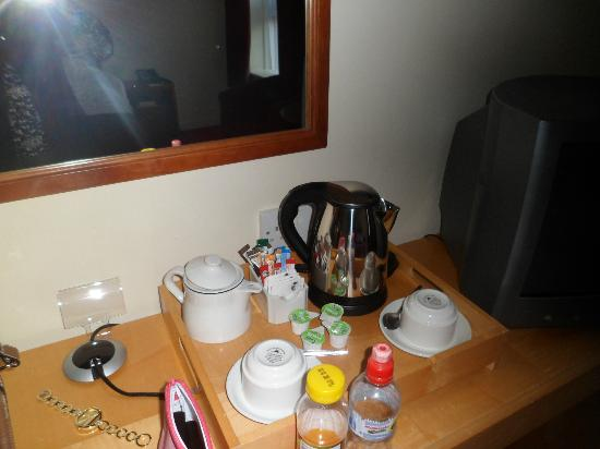 Kensington Close Hotel: Tea table