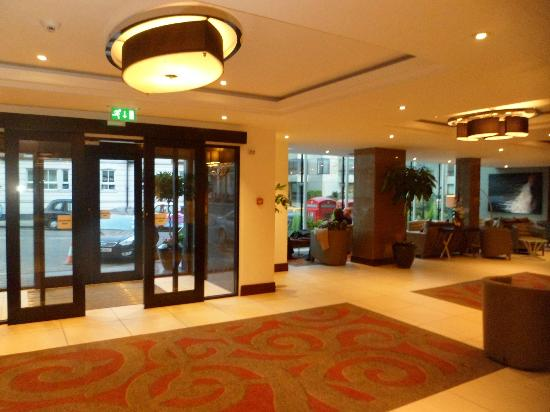 Holiday Inn London - Kensington: The entrance