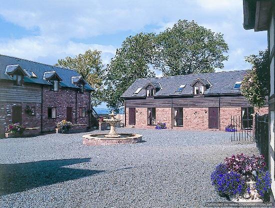 Graig Farm Cottages: The Court Yard.